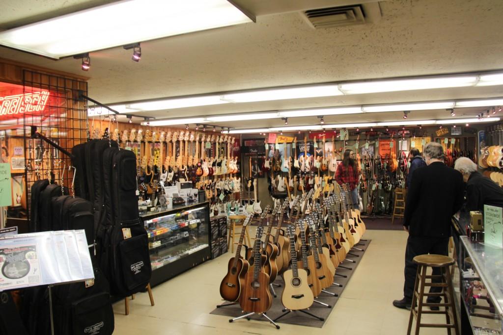 Matt Umanov Guitars, Interior.