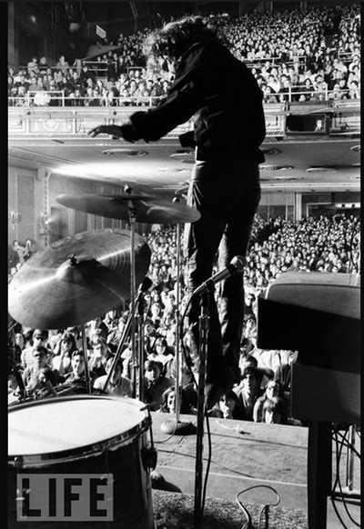 Morrison levitating. Yale Joel, Time-Life.