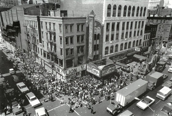 The Fillmore East in full view. The entrance on Second Avenue remains today, though the theater, located behind it on Sixth Street, was later demolished. The Saul Birns Building, housing Ratner's to the north, can be seen at right.