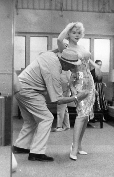 Orry Kelly dressing Marilyn Monroe for Some Like It Hot