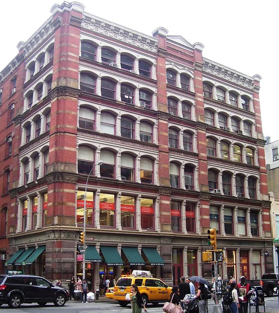 560 Broadway via Wikimedia Commons.