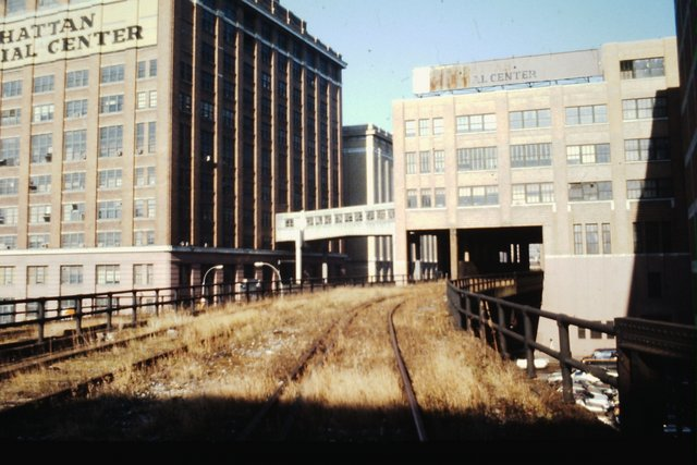 Looking north on the High Line from 14th Street with Nabisco Factory (now Chelsea Market) , 99 10th Ave., and connector aerial bridge visible.jpg
